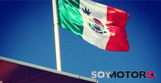 Bandera de México con la hoja de marihuana en Austin - LaF1