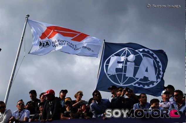 Banderas de la F1 y de la FIA en Albert Park - SoyMotor.com