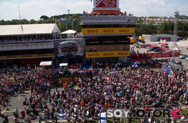 Aficionados en el Circuit de Barcelona-Catalunya - SoyMotor.com