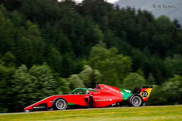 Belén García roza el podio en el regreso de las W Series - SoyMotor.com