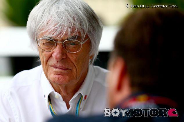 Bernie Ecclestone hablando con Christian Horner - LaF1