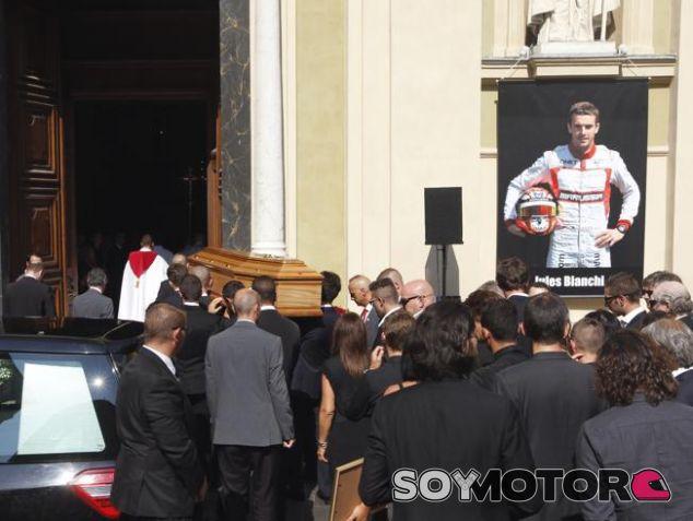 El funeral de Jules Bianchi fue muy emotivo para todos los presentes - LaF1