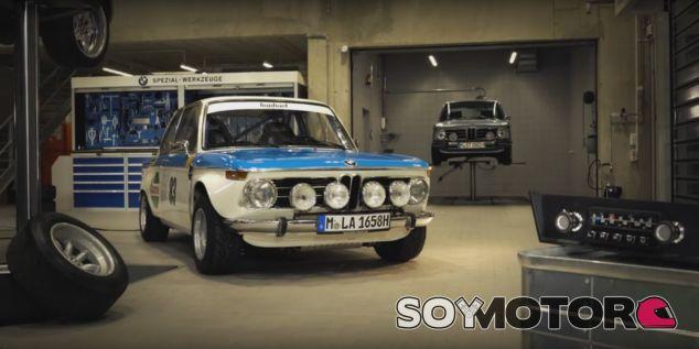 El BMW 2002 turbo tiene ganas de Navidad - SoyMotor.com