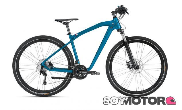 El diseño BMW se hace patente en una bicicleta pintada en Long Beach Blue - SoyMotor