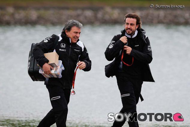 Fabrizio Borra con Fernando Alonso en el GP de Canadá 2016 - SoyMotor