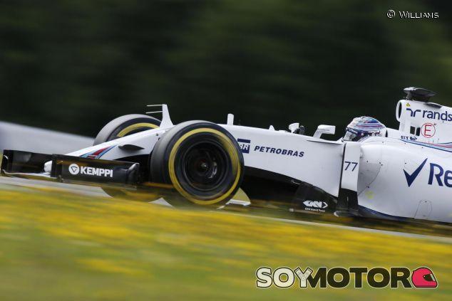 Valtteri Bottas durante los segundos días de test en Austria - LaF1