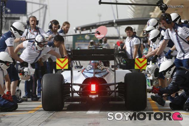 Valtteri Bottas ensayando un pit stop en Baréin - LaF1