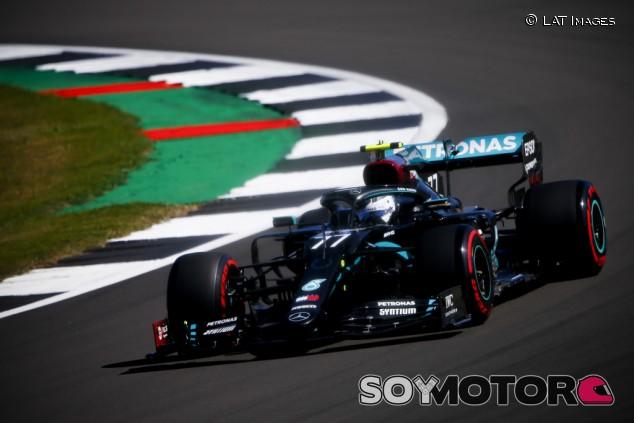 Doblete de Mercedes en Libres 1 con Verstappen a 7 décimas - SoyMotor.com