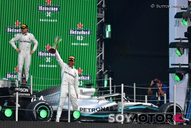 """Hamilton: """"Mercedes no tiene ni un punto débil, por eso ganamos"""" - SoyMotor.com"""