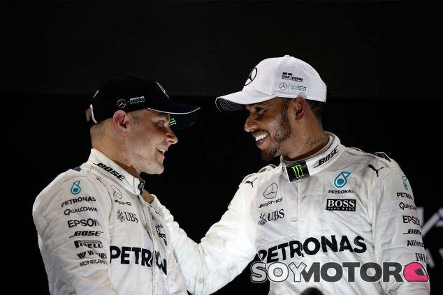 Valtteri Bottas y Lewis Hamilton en Yas Marina - SoyMotor.com