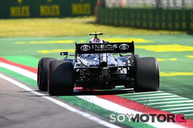 Bottas lidera los Libres 2 con medios; problemas para Verstappen - SoyMotor.com