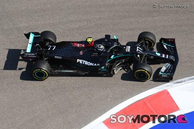 Bottas lidera y Hamilton se esconde en los Libres 1 de Rusia - SoyMotor.com