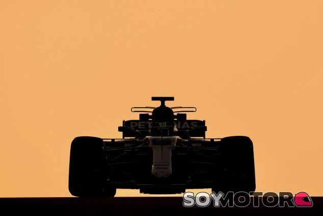 Bottas durante el test de Mercedes en Abu Dabi - SoyMotor.com