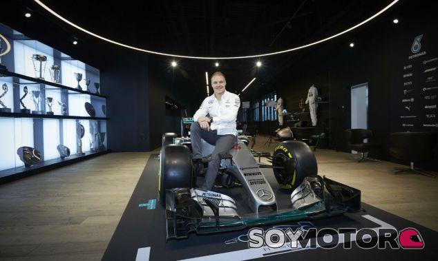 Bottas en el día de su presentación con Mercedes - SoyMotor