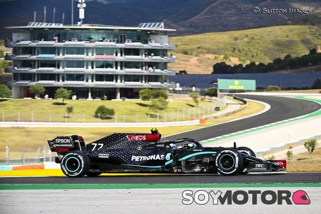 Mercedes 'inaugura' Portimao con doblete en Libres 1; Sainz sexto