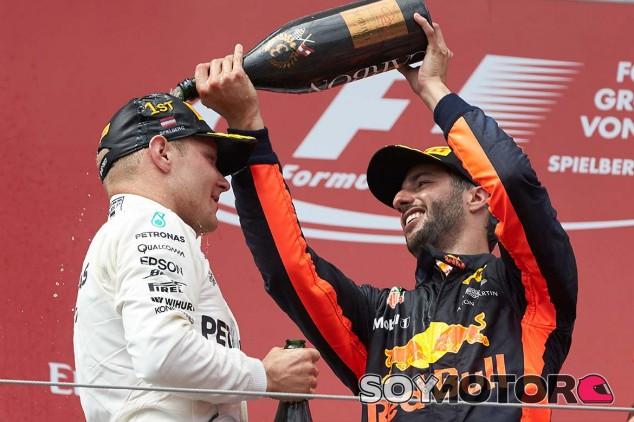 Valtteri Bottas y Daniel Ricciardo en Austria - SoyMotor.com