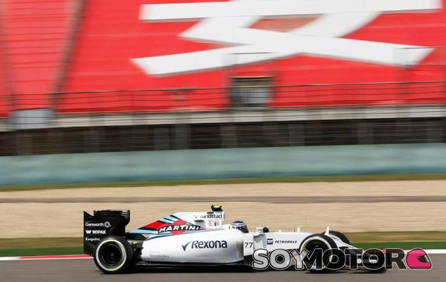 Valtteri Bottas rodando con el FW37 en Shanghai - LaF1.es