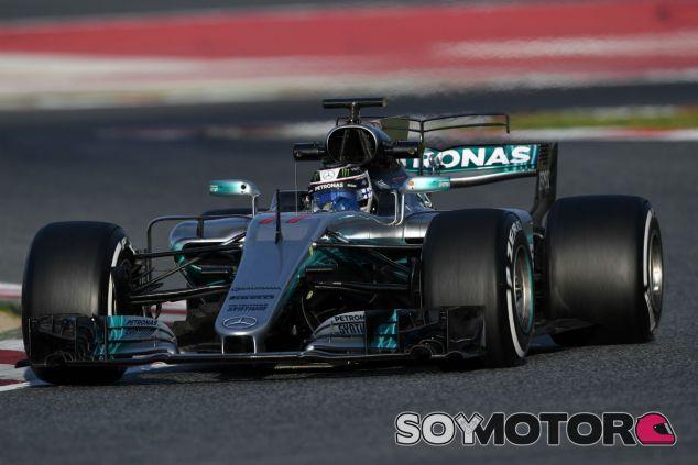 Mercedes asusta con el primer simulacro de carrera - SoyMotor