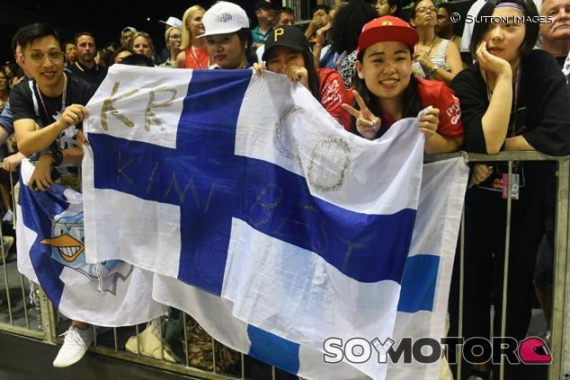 Aficionados con la bandera de Finlandia - SoyMotor.com