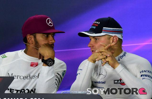 Hamilton y Bottas en la rueda de prensa del GP de Canadá 2016 - SoyMotor
