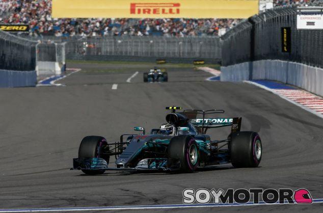 Valtteri Bottas por delante de Lewis Hamilton en Rusia –SoyMotor.com