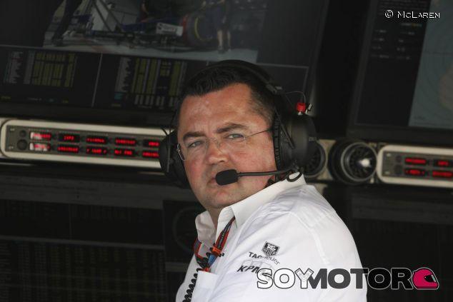 Eric Boullier en el muro de McLaren en Baréin - LaF1