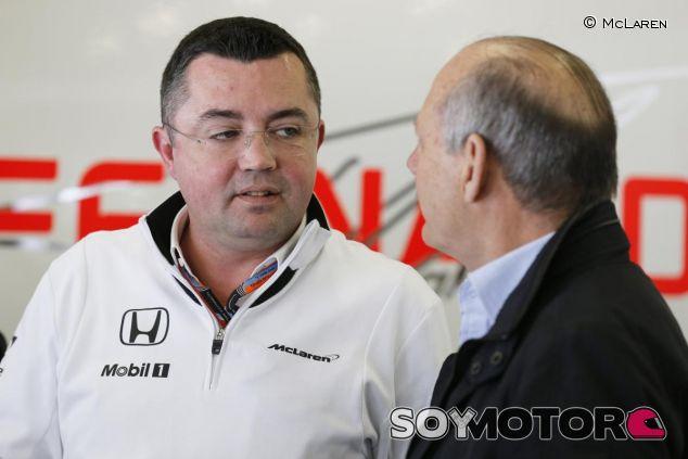 Eric Boullier y Ron Dennis en el box de McLaren - LaF1