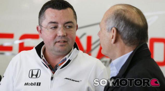 "Boullier: ""No tengo que convencer a Alonso; si no quiere correr, que no corra"""