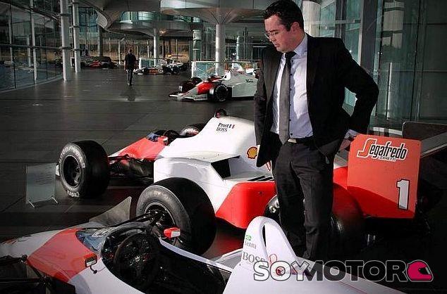 Eric Boullier en McLaren Woking con el MP4-4 -  LaF1