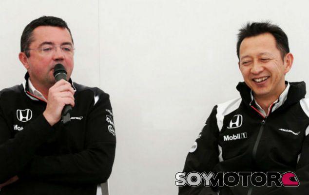 Eric Boullier junto a Yusuke Hasegawa - LaF1