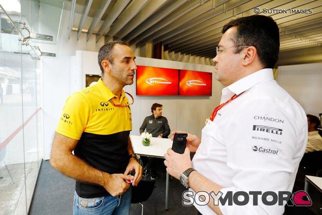 Cyril Abiteboul y Eric Boullier en una imagen de archivo - SoyMotor