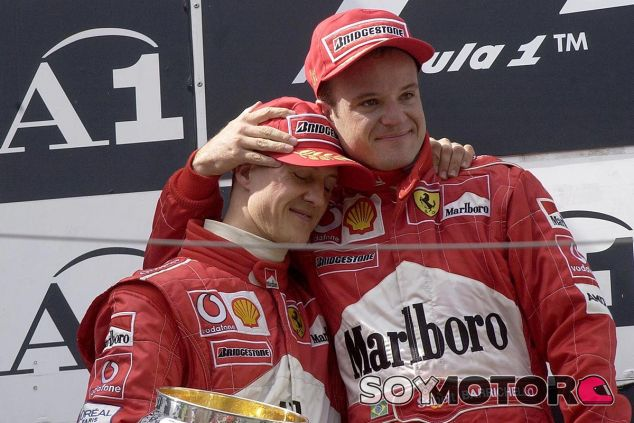 Schumacher cedió el primer cajón del podio a Barrichello - SoyMotor