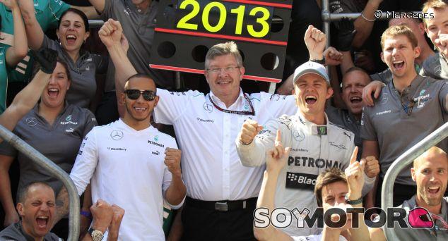 Ross Brawn celebra la victoria de Nico Rosberg en Silverstone