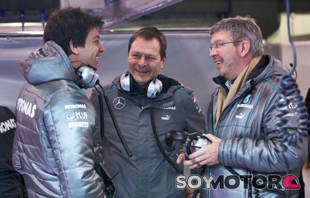 """La salida de Brawn no será """"una pérdida"""" para la F1 según Hamilton"""