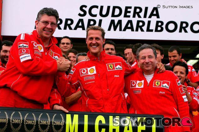 Ross Brawn, Michael Schumacher y Jean Todt en 2004 - SoyMotor