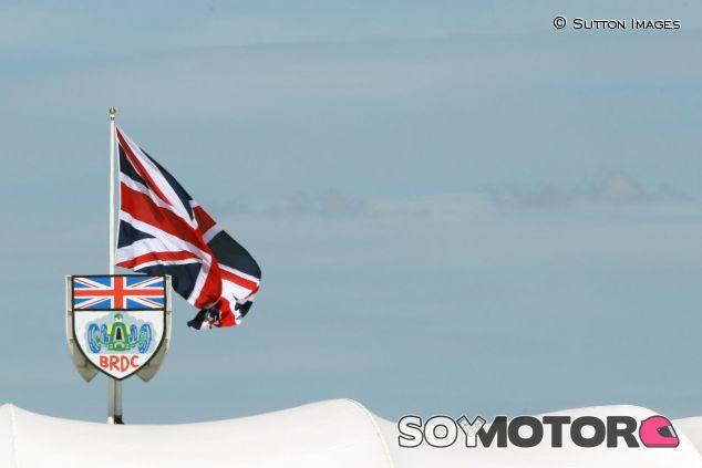 Escudo del BRDC en Silverstone -SoyMotor.com