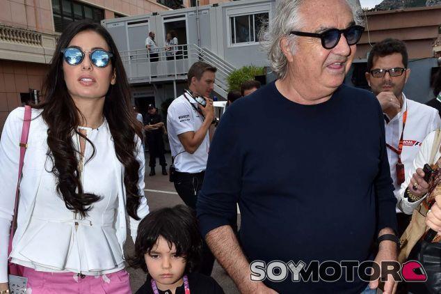 Flavio Briatore, su mujer, Elisabetta Gregoraci y su hijo, Falcon Nathan Briatorie, en Mónaco - SoyMotor.com