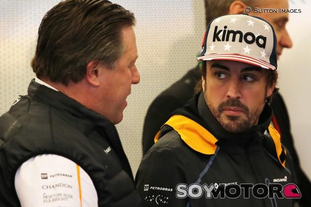 Zak Brown y Fernando Alonso en Austin - SoyMotor.com
