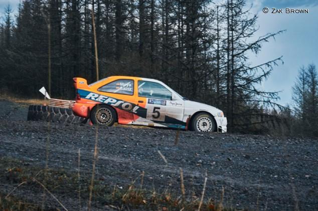 Zak Brown se divierte con el Ford Escort WRC de Sainz - SoyMotor.com