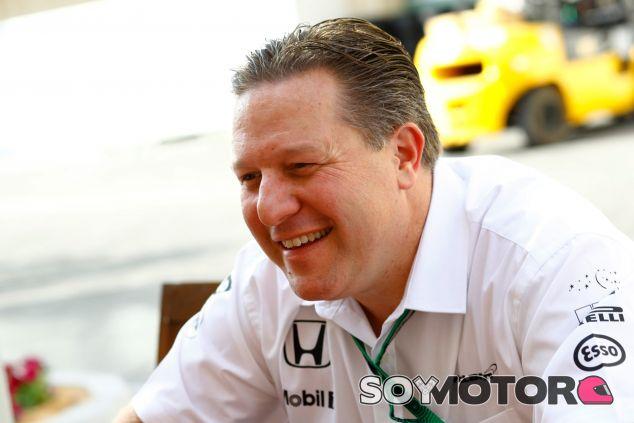 Brown en Abu Dabi con la indumentaria de McLaren - SoyMotor