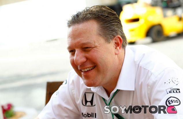Zak Brown, durante el último GP de la temporada en Abu Dabi - SoyMotor