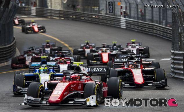 Salida de la carrera corta en Mónaco, con algunos rezagados - SoyMotor.com