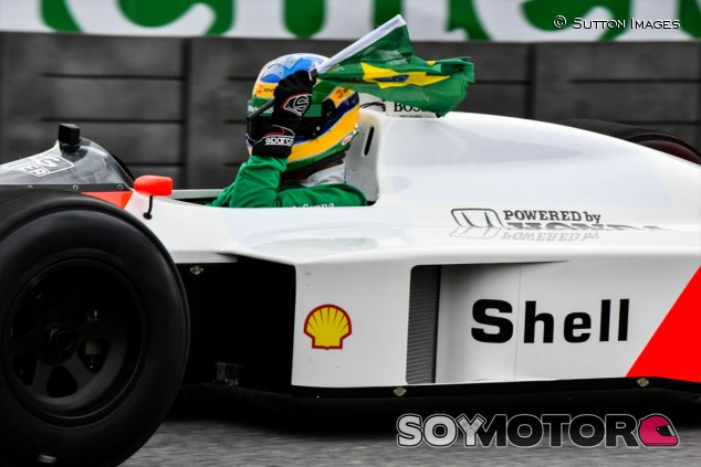 Bruno Senna pilota el McLaren MP4/4 en Brasil en recuerdo a Ayrton - SoyMotor.com