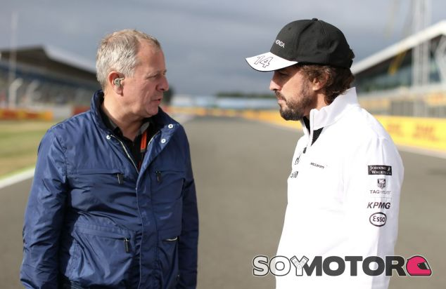 Martin Brundle (izq.) junto a Fernando Alonso (der.) – SoyMotor.com