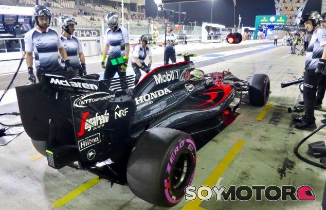 Button durante el GP de Abu Dabi - SoyMotor