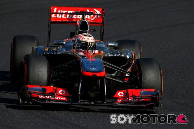 Jenson Button a los mandos del MP4-28, el coche de 2013 - LaF1