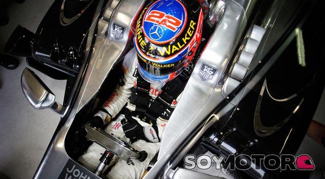 """Button responde a Dennis: """"Todo el equipo debe esforzarse más"""" - LaF1.es"""