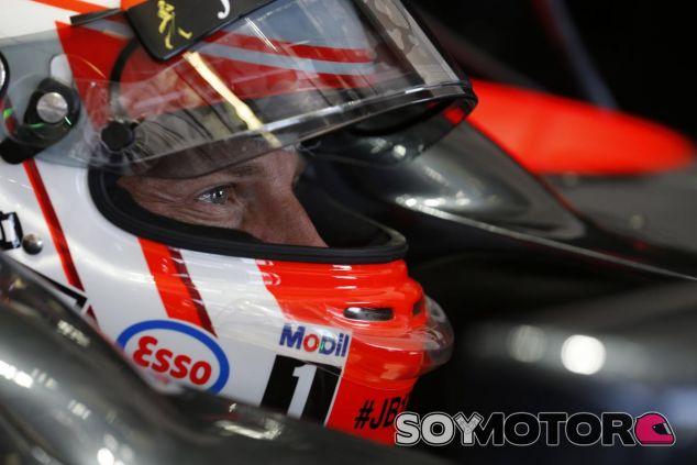 Jenson Button subido en el McLaren en Hungría - LaF1
