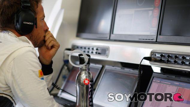 Ron Dennis insta a Jenson Button a mejorar su rendimiento