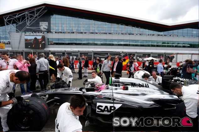 Jenson Button en la parrilla de salida de Silverstone - LaF1